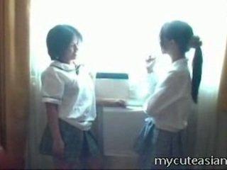 2 teenager lesbo ķīnieši cāļi having sekss apkārt