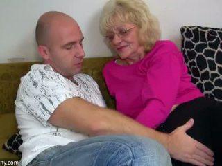 Oldnanny oud oma is zeer zeer geil en nat