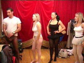 جوارب طويلة قبل ال ballet