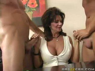 Breasty אמא שאני אוהב לדפוק deauxma engulfing ב 2 גדול קשה boner
