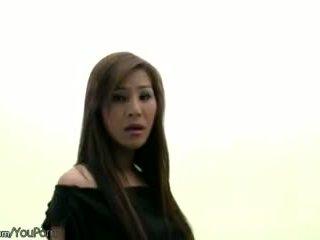 Berambut lebat warga thai ts model dalam hitam pakaian dalaman strokes beliau ladystick
