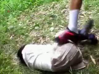 Fragile азиатки ученичка getting brutally прецака на открито