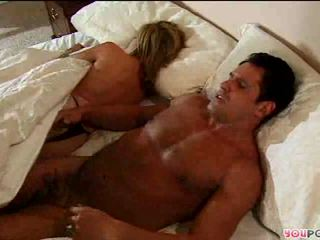 Romantic darbība uz gulta