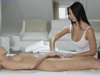 लेज़्बीयन सेक्स साथ silvie और addison