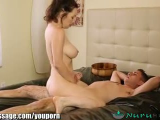 Nurumassage cougar stiefmoeder gets sons lul