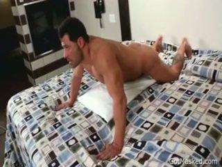 Beefy muskuļotas homo puika beating no 3 līdz gotmasked