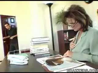 oficina, las mamás y los niños