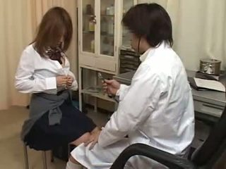 Cachonda doctor dedos peluda coño
