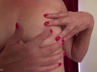 Rijpere amerikaans huisvrouw met zeer harig poesje: hd porno 0b
