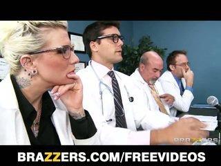 Brandy aniston 의지 할 아무것도 에 가 a 의사