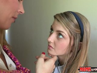 Viņa tried līdz deny tas pie pirmais kādreiz bet reiz mrs. tate.