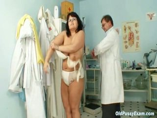 Oud daniela has haar heet chest checked door gyno dokter