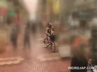 Ασιάτης/ισσα έφηβος/η sweeties getting twats όλα υγρός ενώ καβάλημα ο bike
