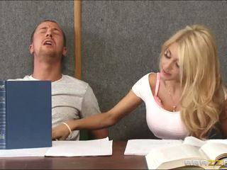 Banging a horny blonde inside classroom
