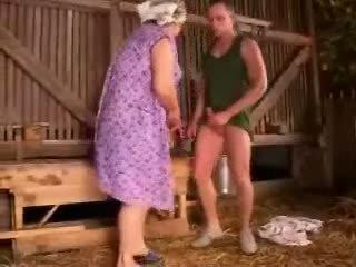 abuelita, las mamás y los niños