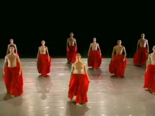 Нудисти танцуване ballett група