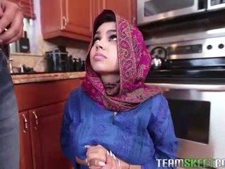 Arab tiener ada gets een warm poesje cream