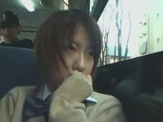 Timido studentessa tastata in autobus