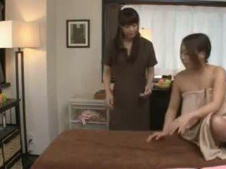 A 日本語 masseuse と 彼女の クライアント