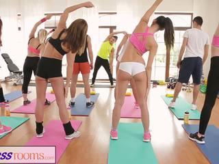 Fitnessrooms barbara bieber has un sexual entrenamiento después