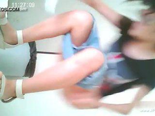 Kinietiškas merginos eiti į toilet.10