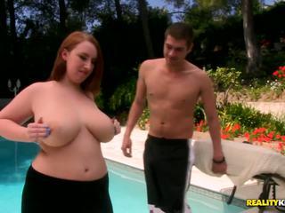 बस्टी बेब साथ उसकी अच्छा curves और विशाल मेलोन्स होती हे having lots की मजाक