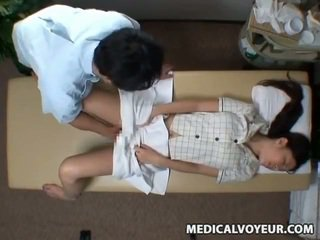 Spycam reluctant abielunaine seduced poolt masseur
