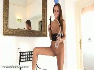 Abby using labia помпа
