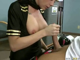 Gros seins airline hôtesse