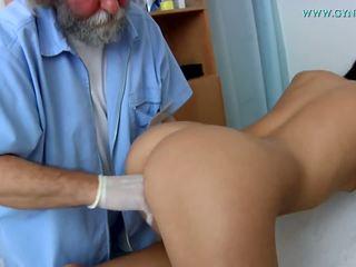 Medical examination de o curious medic.