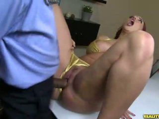 Kelly divine fucks në bikini