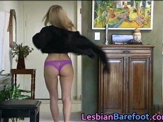 Sensuous lesbiche scopata in giro dildo