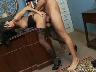 Lascivious floozy haley wilde receives 她的 的陰戶 stabbed 深 同 一 thick shaft 背後