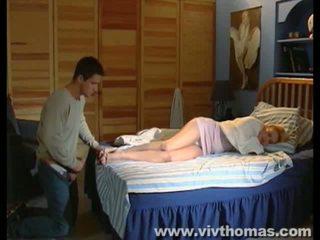 Dormind karina gets o jet de sperma în ei picioare video