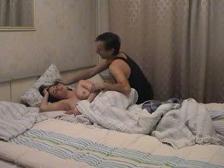 Tētis awakes un fucks viņai video