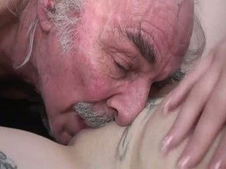 Porner premium: amatérske sex film s a starý človek a a mladý pobehlica.