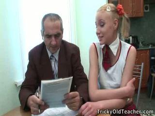 Dumb dospívající blondýnka has podvedl podle ji učitel