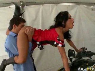 Stunt phụ nữ