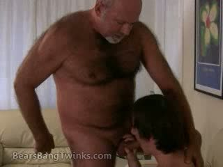 Papa gets his shaft sucked