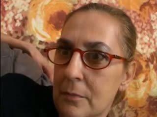 שחרחורת, סבתא 'לה, מציצה, המשקפים
