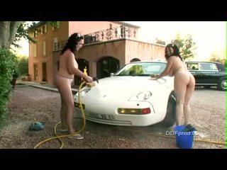Breasty 브루 넷의 사람 아가씨 joanna bliss 과 ally gets 벌거 벗은 동안 washing a 좋은 자동차