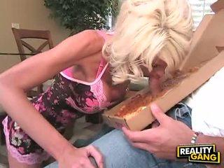 Bitchy putih hottie jordan blue enjoys munching di sebuah meaty dong sampai dia chokes