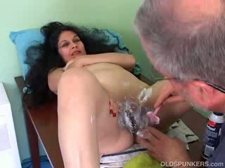 beautiful mature latina gets her Pussy shaved