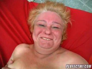 Grăsuț bunicuta gata pentru penis
