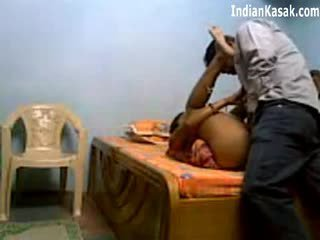 Индийски servant чукане много трудно с houseowner в спалня