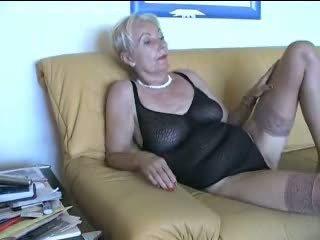 Porno sexy oma Granny Flash