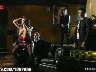 Adembenemend brits stripper has een sproetjes gezicht en een nodig hebben voor lul