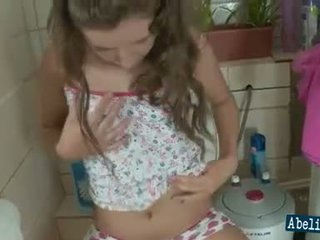 brunettes สนุก, สนุก ห้องน้ำ ซึ่งได้ประเมิน, วัยรุ่น