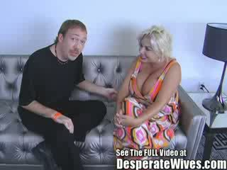Salope femme claudia marie gets baisée par cochon d et swallows son chaud load de giclée