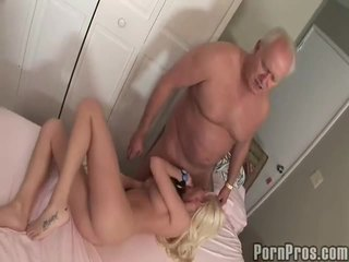 Old and youthful porno tüb